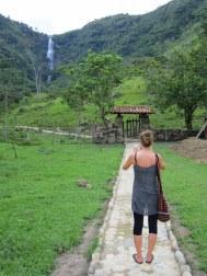 Op naar de watervallen van San Juan Curi