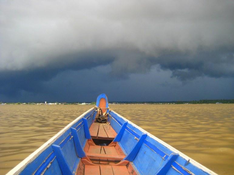 Oversteek van Albina, Suriname, naar Saint-Laurent-du-Maroni, Frans-Guyana
