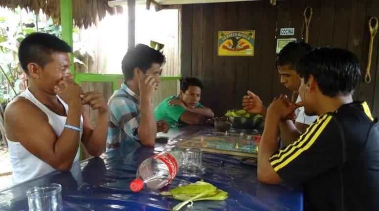spelletjes aan de keukentafel