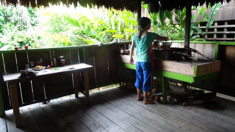 Heike in de keuken in Casa Gregorio